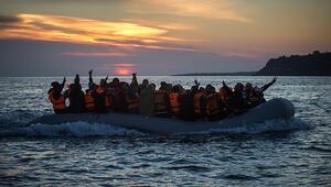 Ege Denizinde göçmenleri taşıyan bot battı