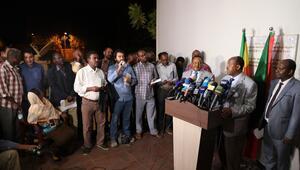 Sudanda muhalifler sivil itaatsizlik ve grevi askıya aldı