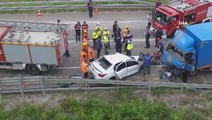 Kargo kamyonu ile otomobil kafa kafaya çarpıştı: 2 ölü, 1 yaralı