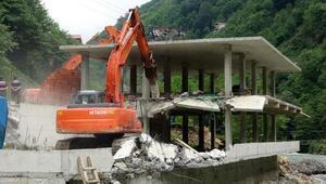 Fırtına Vadisinde kaçak yapı yıkımları sürüyor