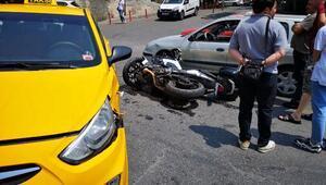 Üsküdarda taksiyle çapışan motosikletli polisin ayağı kırıldı