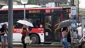 İzmirde bölgesel sağanak yaşamı olumsuz etkiledi