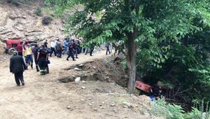 Manisada traktör dereye devrildi: 1 ölü, 1 yaralı