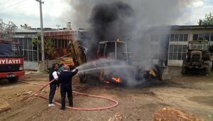 Tamire getirilen iş makinesi yandı