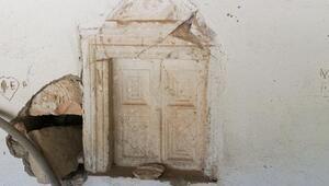 Bizans dönemine ait yapıların bulunduğu cami talan ediliyor