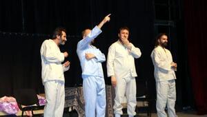 Tiyatroekibi, oyununu lösemi hastası Zozan için sahneledi