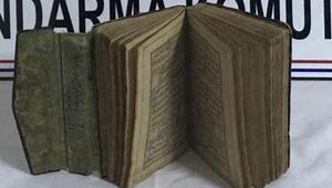 Ali Şir Nevainin 15inci yüzyıla ait şiir kitabı ile yakalandı... Değeri 100 bin dolar...