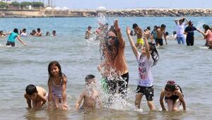 Çocuklar hayatlarında ilk defa denize girdi