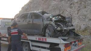 Bilecik'te kayalıklara çarpan otomobilin sürücü öldü