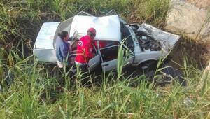 Burhaniyede 2 yayaya çarpan otomobil şarampole uçtu: 6 yaralı
