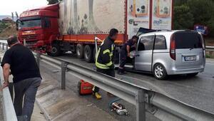TIRa arkadan çarpan minibüsteki 3 kişi yaralandı