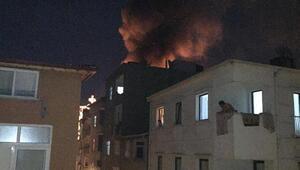 Esenlerde 5 katlı binanın çatısı alev alev yandı