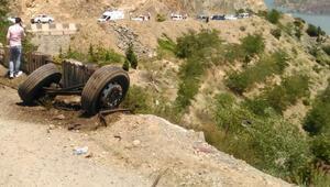 Artvinde kamyon yuvarlandı: 1 ölü, 8 yaralı