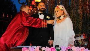 Zerrin Özer evlendi İşte düğünden fotoğraflar...