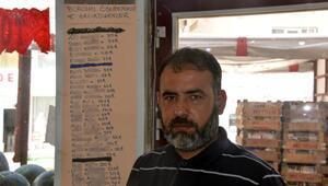 Borcunu ödemeyen müşterilerinin listesini duvara astı