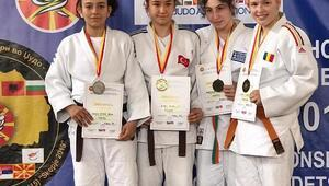 Genç judocular Balkan şampiyonu oldu