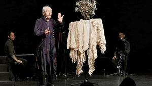 Genco Erkal, 'Merhaba' ile ünlü isimleri Almanya'da buluşturdu