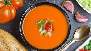 Yaz sofraları için doyurucu ve serinletici soğuk çorba tarifleri