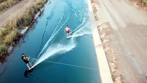 Sulama kanalında sörf yaptılar