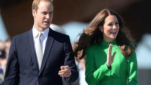 Prens William ve eşinin konvoyundaki motosiklet yaşlı kadına çarptı