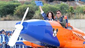 Mezuniyete yaptıkları model uçakla geldiler