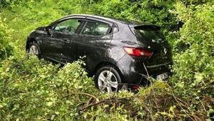 Lastiği patlayan otomobil, şarampole devrildi; sürücü yaralı