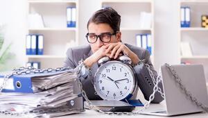 10 saatten fazla çalışmak felç riskini artırıyor