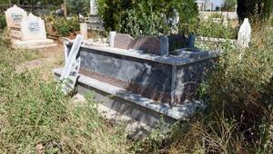 Şanılurfada mezar taşlarını kıran şüpheli aranıyor