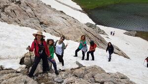 Adanalıların sıcak havada kar keyfi