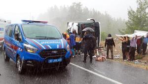 Aksekide yolcu otobüsü devrildi: 25 yaralı