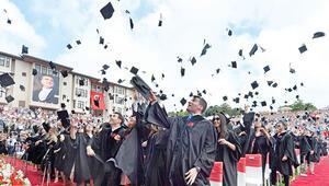 Koç ve Sabancı öğrencileri diplomalarını aldı