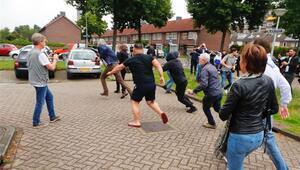 Hollanda'da ırkçı PEGIDA üyeleri gözaltına alındı