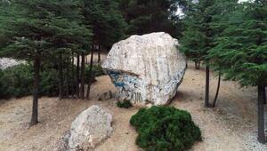 Elmalının Zincirli Kayası ilgi çekiyor