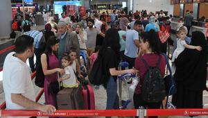 İstanbul Havalimanında seçim yoğunluğu