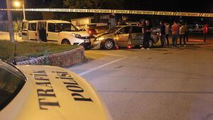 Polis aracına çarpıp kaçtı, kamyonetin altında yakalandı