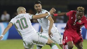 Feghouli ilk 11deydi, Cezayire galibiyeti Mahrez getirdi