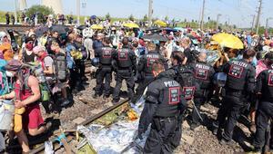 8 saatte 8 polis yaralandı