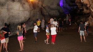 Yer Antalya... Ziyaret edenler hayran kalıyor