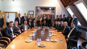Mesut Mestan ve yeni yönetim mazbatasını aldı
