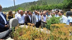 Vali Coşkun, halk ozanı Karacaoğlanın mezarını ziyaret etti