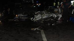 İzmirde iki otomobil çarpıştı, aynı aileden 3 kişi öldü, 1 kişi yaralandı