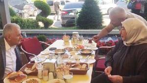 Binali Yıldırım ve eşi Semiha Yıldırımdan Sakaryada kahvaltı molası
