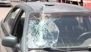 Ankarada vinç üst geçide çarptı, bir kadın yaralandı