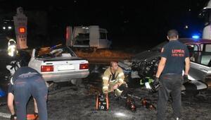 Kemalpaşada iki otomobil çarpıştı: 3 ölü, 1 yaralı
