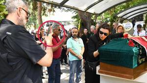 Enis Fosforoğlu'nun cenazesinde tartışma yaratan görüntü
