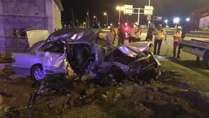 Otomobil refüje çarpıp, savruldu: 1 ölü, 3 yaralı