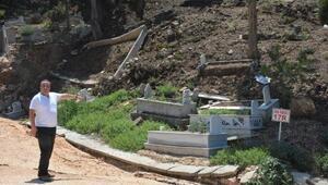 Bilecikte heyelan nedeniyle mezarlar çöktü