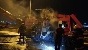 Yol çalışması sırasında asfalt makinesi yandı