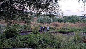 Trenin raylarda yürürken çaptığı kişi ağır yaralandı
