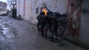 Cizrede polis aracına saldırıya 8 gözaltı